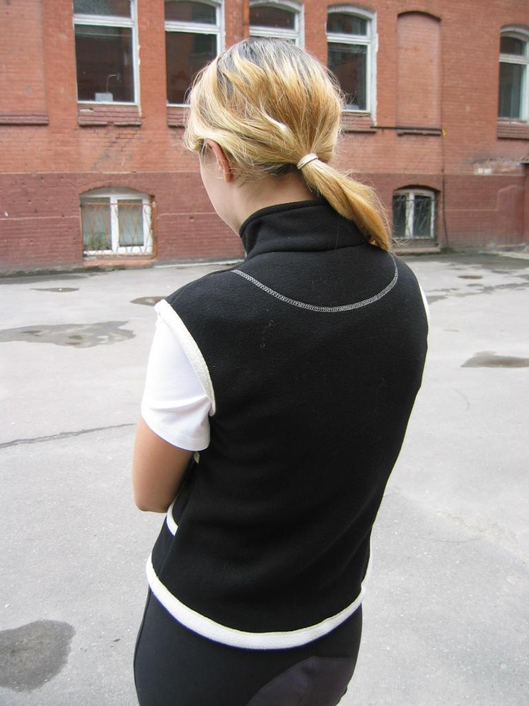 Безрукавка женская, подростковая из двухстороннего полиартека